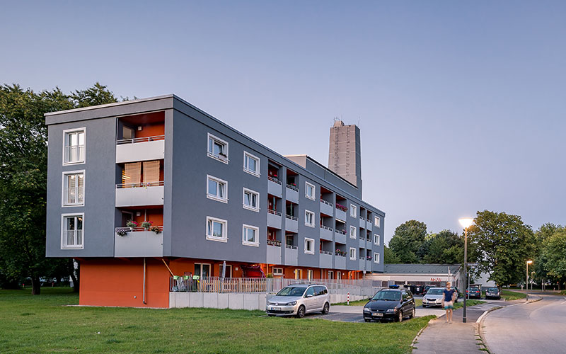 Lavida Wohnen 3: Frontansicht eines sanierten Mehrfamilienhauses